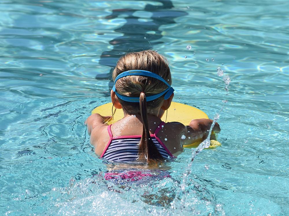 Immer mehr Nichtschwimmer: AfD-Fraktion fordert klassenübergreifende Schwimmabzeichen für Schüler