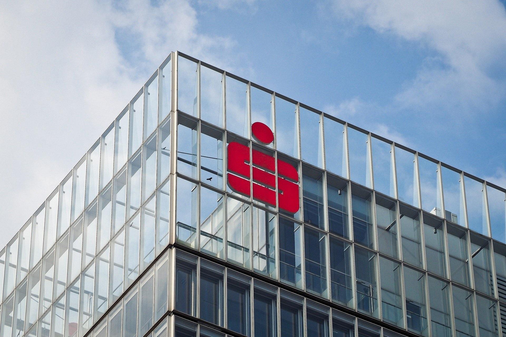 AfD-Anfrage enthüllt: Jede dritte sächsische Sparkassen-Filiale dicht!