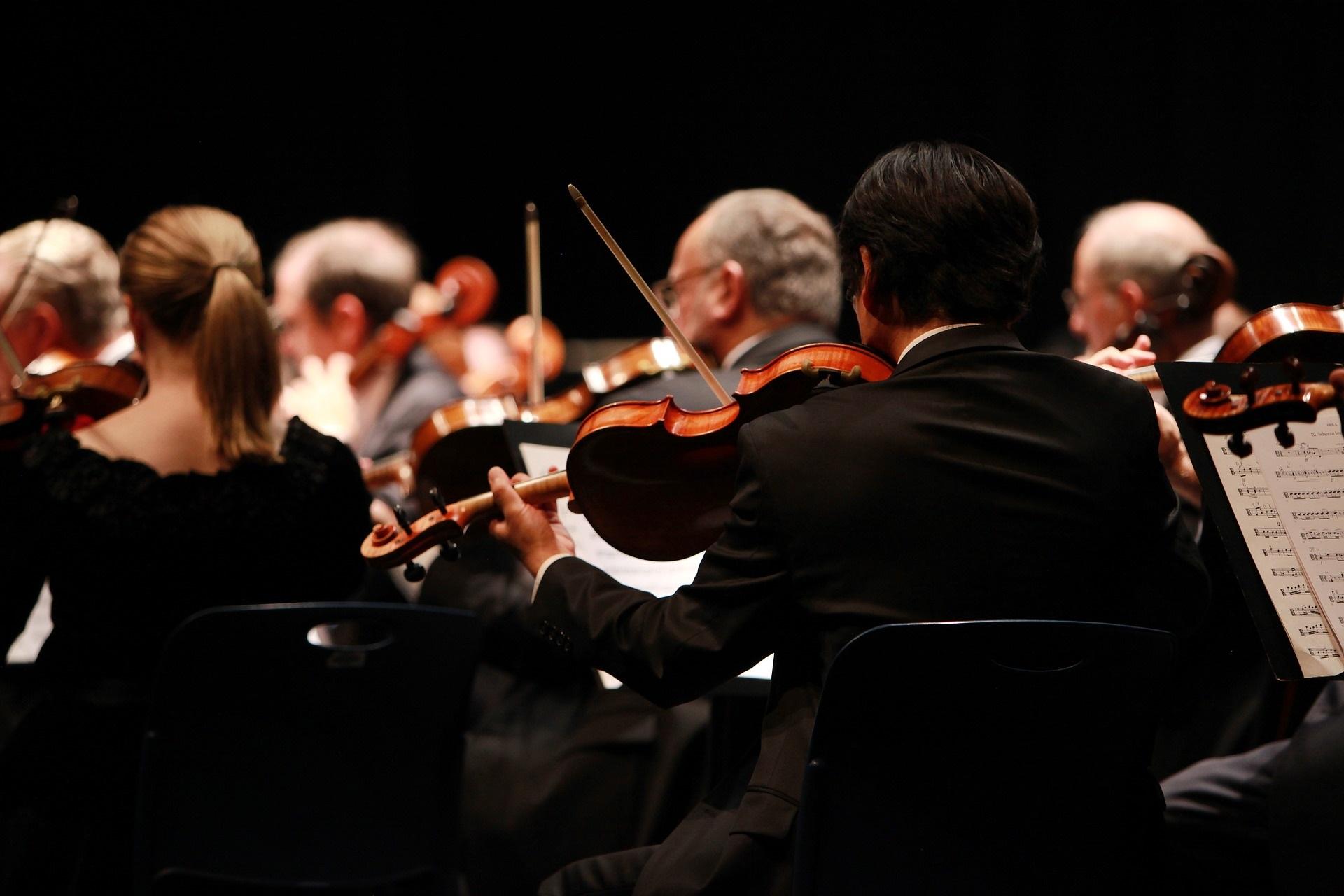 Mit GEZ-Zwangsgebühren finanziert: Orchester macht Musik gegen alte weiße Senioren